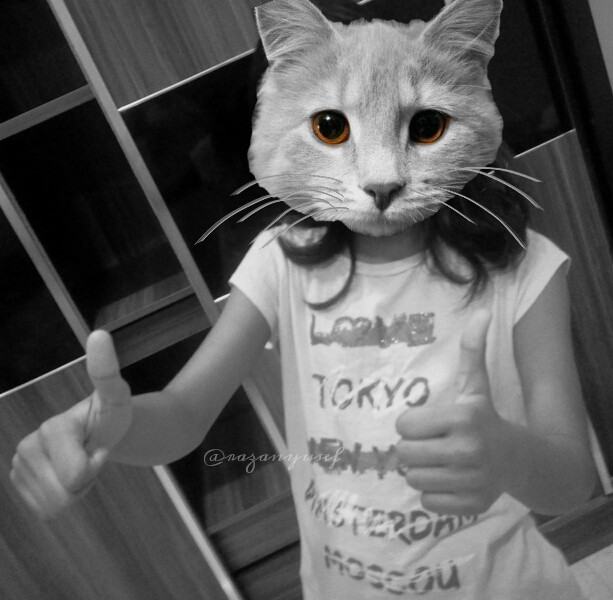 ههاي ايش رايكم  my lil sis with a cats head looool !